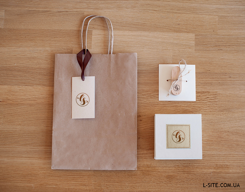 Флешка дерево/металл + Упаковка для флешки + Пакет из дизайнерского картона / крафт